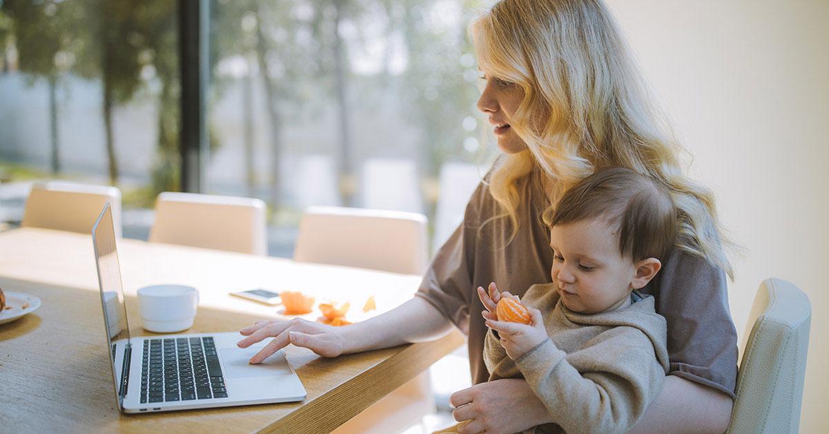 Kerja online bisa memberimu ruang bebas untuk mengurus keluarga